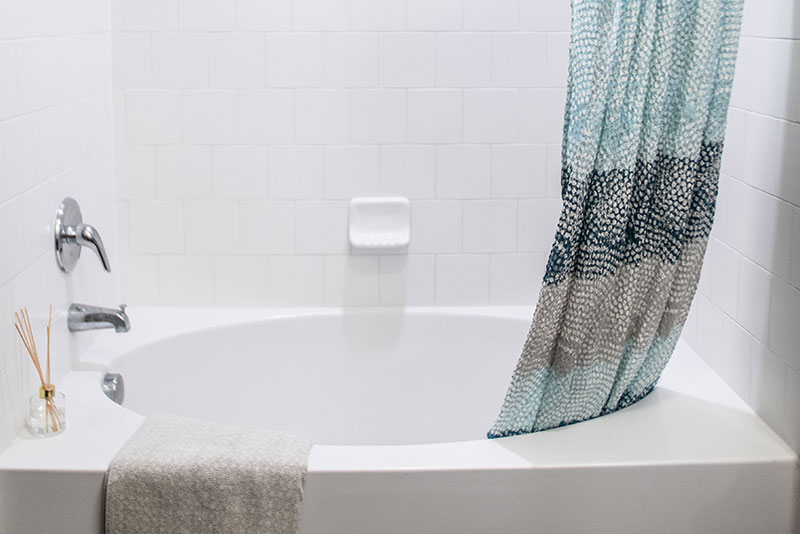 Large soaking bathtub - Madison at Westinghouse Apartments in Georgetown, TX